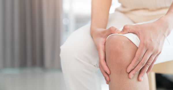 amely az ízületi fájdalomtól összenyomódik