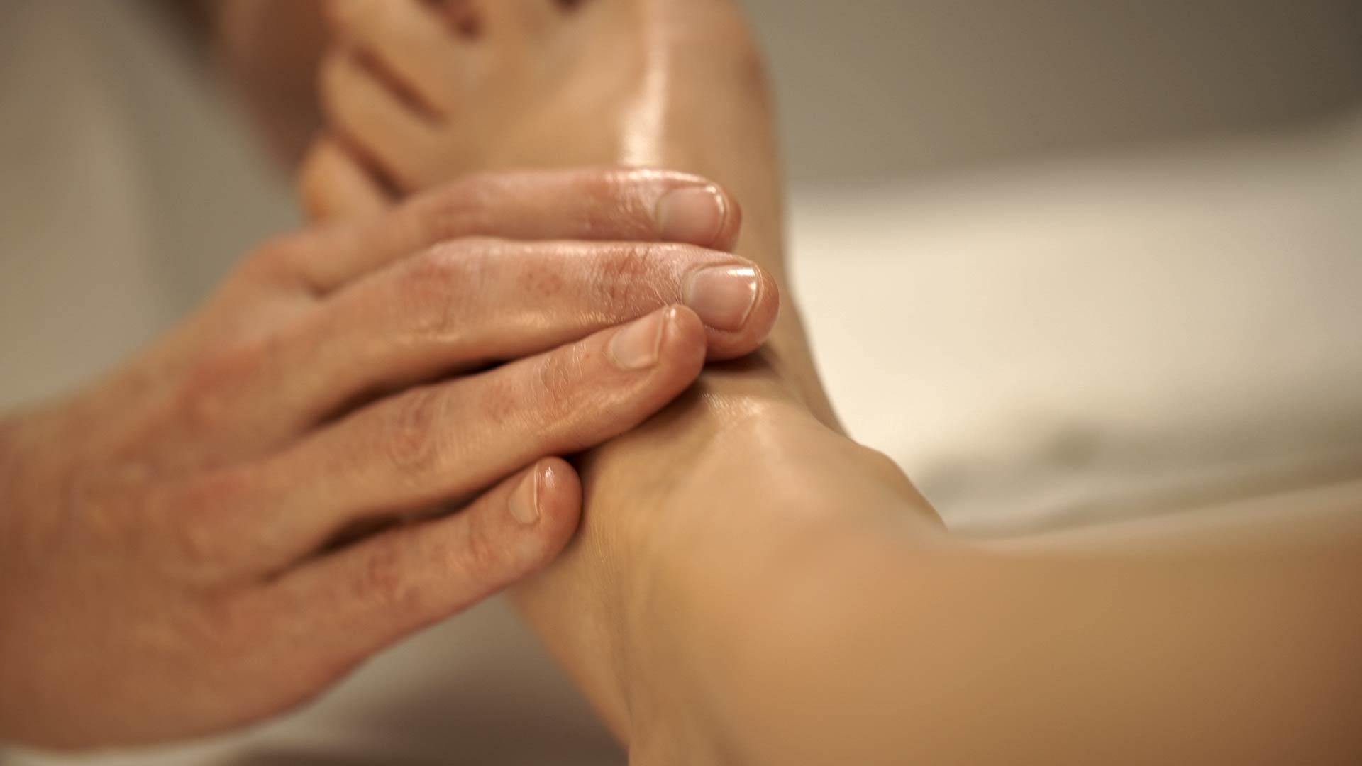 az ízület összes szövetének gyulladása a lábak és a karok ízületeinek fájdalmainak kezelése