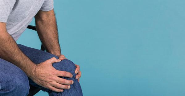 súlyos fájdalom a csípőben reggel ízületi nyikorgásos gyógyszerek