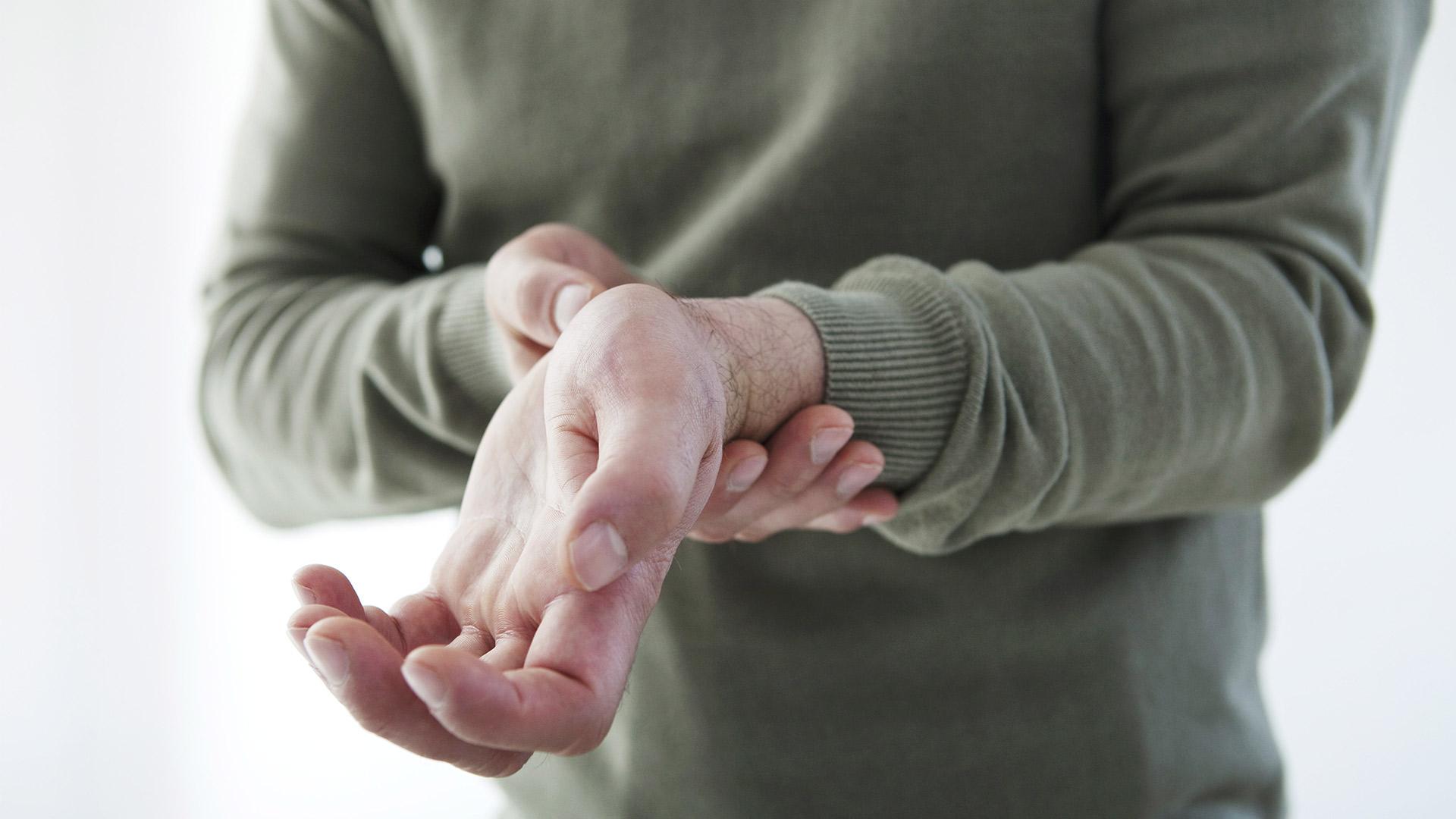 ízületi fájdalom a bal kézben artrózis injekció