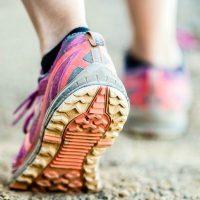fájdalom a lábak karjainak ízületeiben és a májban)