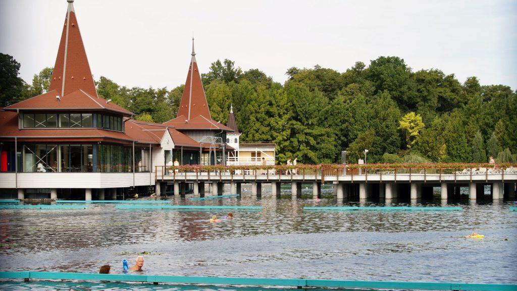 Hévízi tó gyógyvize | NaturMed Hotel Carbona | Gyógy- wellness hotel