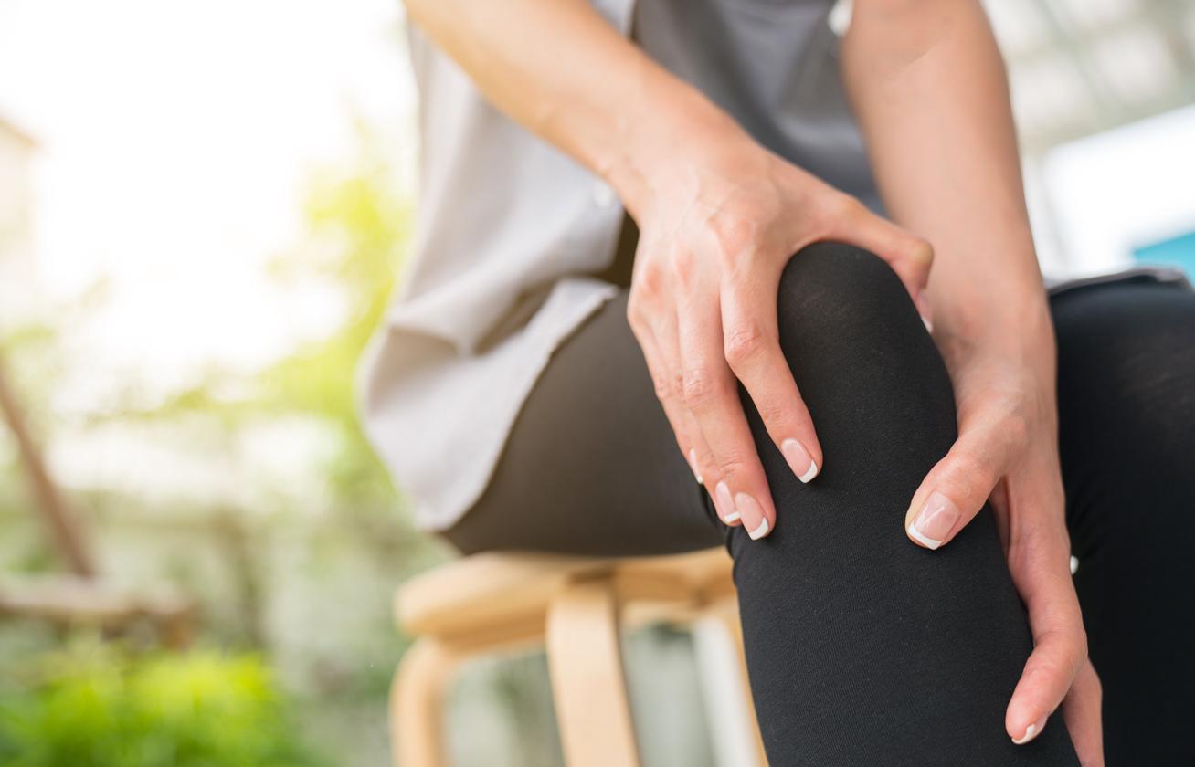térdkiütés az ízületből a folyadék megjelenése fájdalom a gerincben