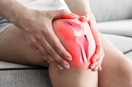 a térdízület éles fájdalma kezelést okoz)