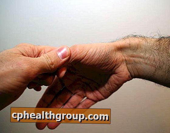 fáj a kéz ízületei, mint hogy kezeljék)