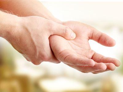 fájdalom a hüvelykujj bal kezének ízületében