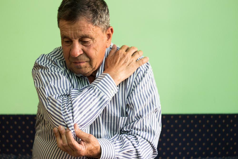 fájdalom és duzzanat az ujjízületben)