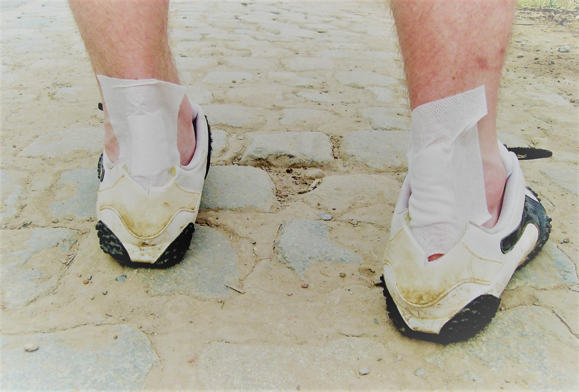 kenőcs, a lábak ízületeinek fájdalmát enyhíti