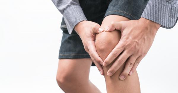 ízületi fájdalom a vállakban és a csípőben)