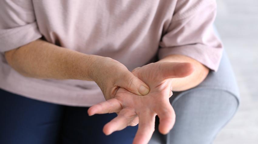 ízületi gyulladás kezelése 2 ujjal)