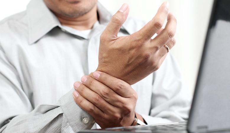az úgynevezett izületi betegség a kezén a térdízület fájdalmának mr